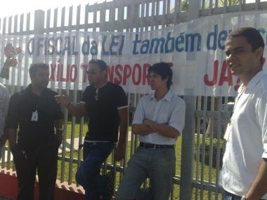 Mobilização em frente ao escritório do Ministério Público de Itabuna