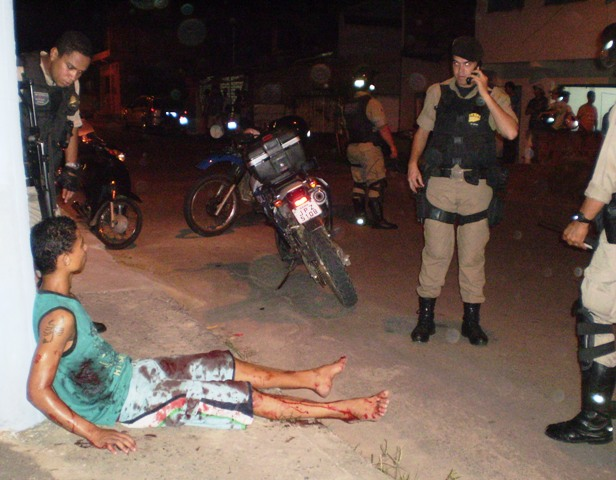 Apesar dos vários tiros, a vítima não corre risco de morte