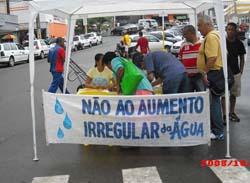Vereador promove coleta de assinaturas na Praça Adami