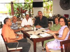 Dirigentes da CDL, Sindicom e ACI com o Senac, hoje.