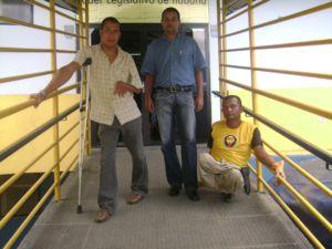 Da esq. p/ dir., Luís Rogério (presidente da AGP), Ricardo de Santana (responsável social) e José Raimundo da Silva (vice-presidente)