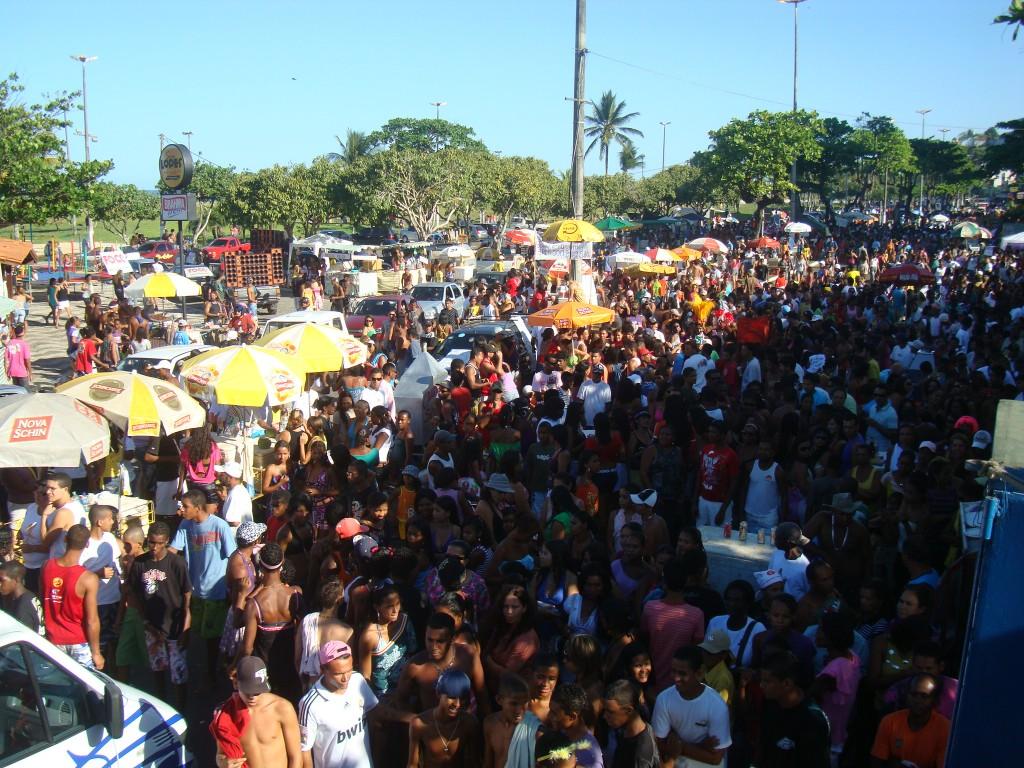 A irreverência tomou conta da avenida Soares Lopes, neste domingo, em mais uma edição da Parada Gay, organizada pela comunidade LGBT de Ilhéus. Cerca de 7 mil pessoas assistiram à parada (Foto de Luiz Fernandes).