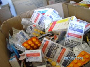 Medicamentos que deveriam ser doados à população foram descartados