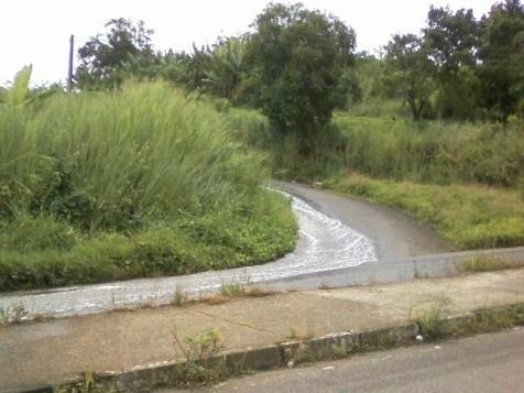 Água vai lavando a rua... ladeira abaixo.