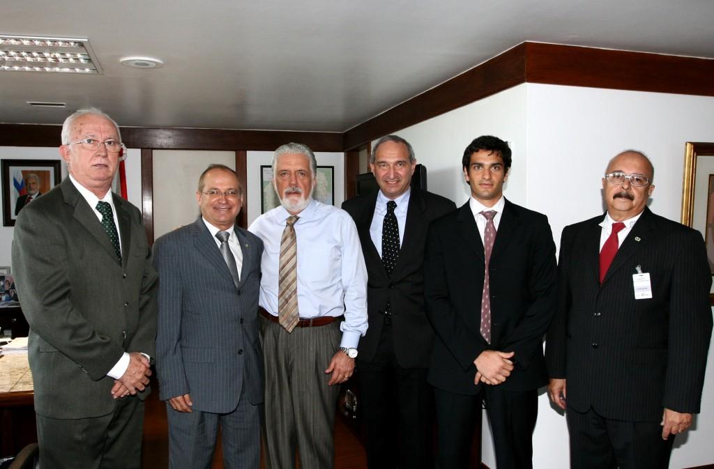 Representantes do empresariado e deputado são recebidos por Wagner.