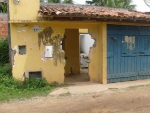 Prefeitura paga aluguel mensal desta casa destruída.