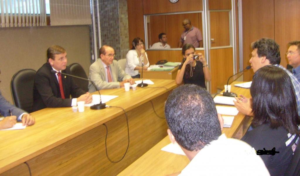 Comissão discute soluções para o ensino superior baiano.