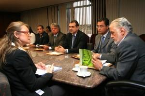 Reunião decide por criar comitê pró-desarmamento.