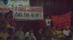 Estudantes da Uesc protestam em visita de Wagner a Itabuna.