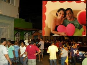 Movimentação em frente à casa da vítima, Eliane Oliveira (Foto Radar Notícias).