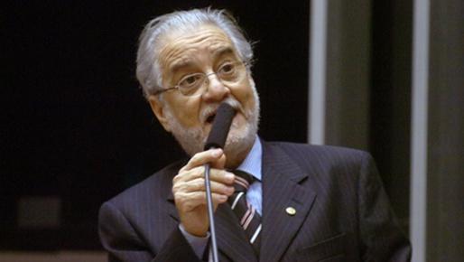 Deputado chama Neto de 'Nero' e diz que hora exige responsabilidade.