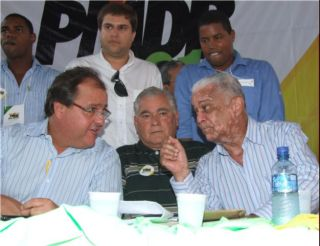 Renato Costa, espremido entre Geddel e Veloso