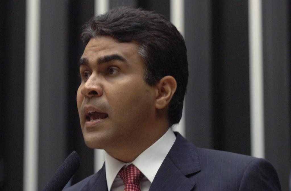 Souto aponta histórico de traição de Jabes Ribeiro.