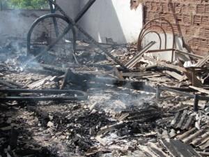 Fogo destrói tudo na casa localizada no centro de Camacan.