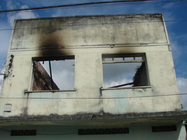Casa terá que ser reconstruída.