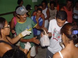 Famílias recebem peixe e arroz em Ibicaraí.