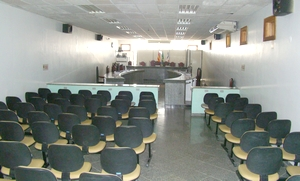 O plenário, de proporções 'acanhadas', será ampliado
