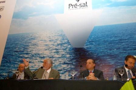 Wagner defende critérios sociais para a divisão do pré-sal