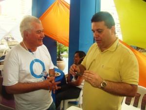 Renato bate-papo com Roberto de Souza.