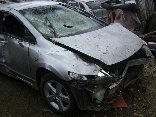 Carro ficou praticamente destruído (Foto Costa Filho/Pimenta).