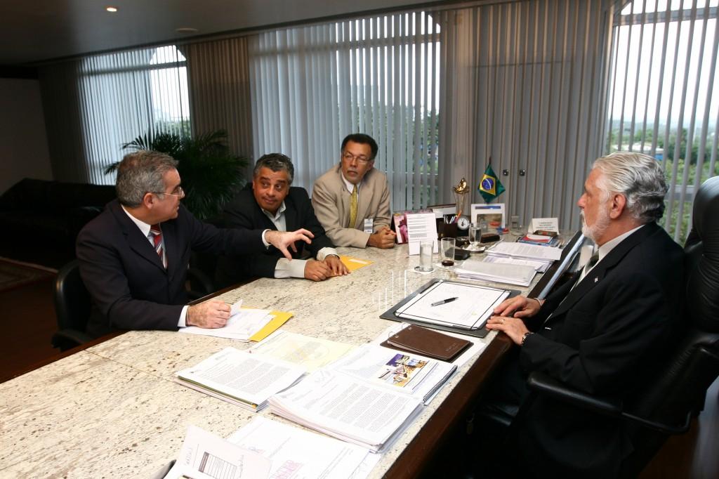 Zé Neto, Tarcísio, assessor e Wagner em audiência no CAB, em agosto.